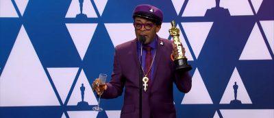 Spike Lee vant en Oscar for beste adapterte manus for «BlacKkKlansman», og svarte på spørsmål fra internasjonal presse etter utdelingen. (Skjermdump: YouTube)