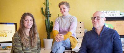 Filmskaper Ellen Ugelstad, juniorprodusent Tonje Alice Madsen og manusforfatter Einar Sverdrup. (Foto: Twentyone Pictures.)