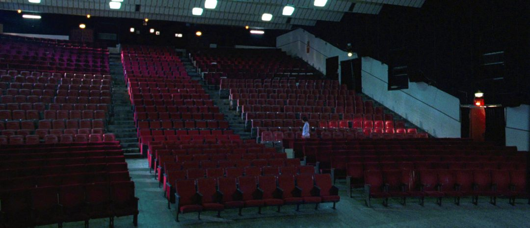 Fra Tsai Ming-liangs «Goodbye, Dragon Inn» (2003), en ode til en kino som trekker sitt siste sukk.