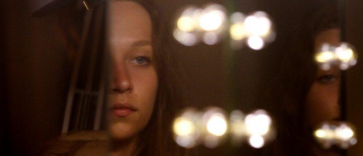 Psykoseksuell sosialrealisme i Claire Oakleys lovende debut Make Up