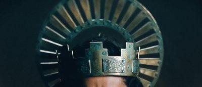 En av filmens mange karakteristiske gloriekroner med nimbus.